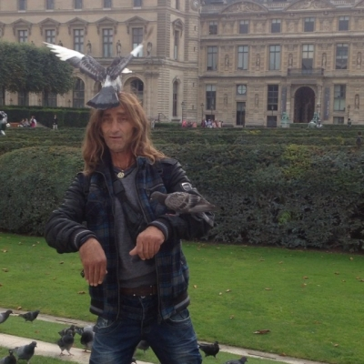 WATCH: Carlos Saez Instagrams man juggling Pigeons